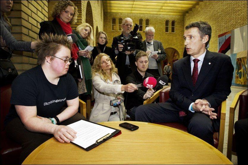 DETTE BLIR FULGT OPP: Marte Wexelsen Goxøyr snakket med statsminister Jens Stoltenberg om ultralyd i 12.uke og abort i Stortingets vandrehall onsdag. Foto: Frode Hansen