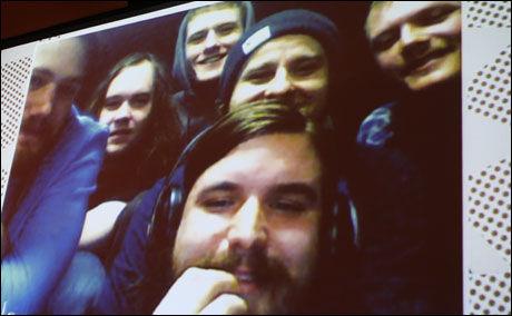 TAKKET VIA SKYPE på storskjerm: Kvelertak er på turné i Finland, men takket for prisen via liveoverføring på nettet. Foto: ELENA IGHANIAN