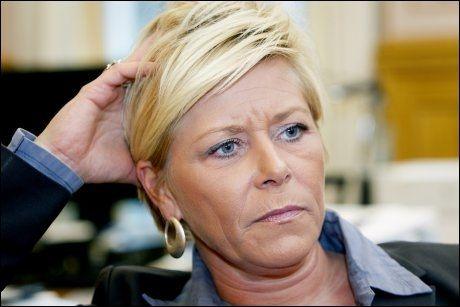 VIL OVERVÅKE: Siv Jensen og FrP vil gi PST verktøy for å overvåke innvandrere som kommer til Norge for å forhindre terror. Foto: Scanpix