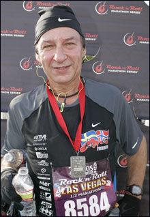 TILBAKE I FORM: Dette bildet er tatt i forbindelse med at Knut Meiner løp maraton, etter at han la om livsstilen i 2009. Foto: Privat