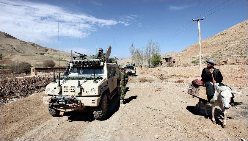 NYTTELØST: En fersk rapport slår fast at det er få beviser for at militær bistand øker sikkerheten for styrker i Afghanistan. Her er norske soldater på oppdrag i Belcheragh-distriktet i Afghanistan. Foto: LARS MAGNE HOVTUN, FORSVARET