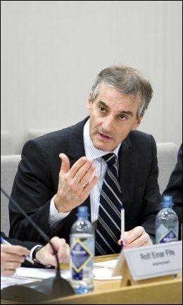 ENIG: - Militær bistand kan faktisk gjøre situasjonen verre, hevder utenriksminister Jonas Gahr Støre. Foto: Scanpix