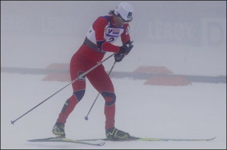 BYTTET SKI FØRST: Marit Bjørgen ledet halvveis, men hadde følge av Kowalczyk og Johaug. Foto: Scanpix