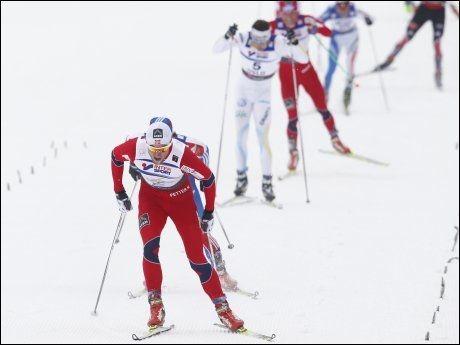 PARKERTE FELTET: Petter Northug de siste meterne mot målstreken. Foto: Scanpix