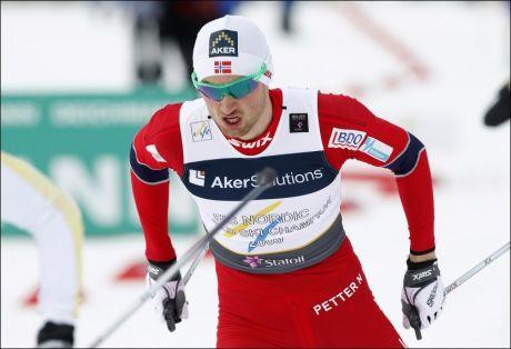 GULLGUTT: Petter Northug lekte seg med konkurrentene i innspurten av stafetten. Foto: Scanpix