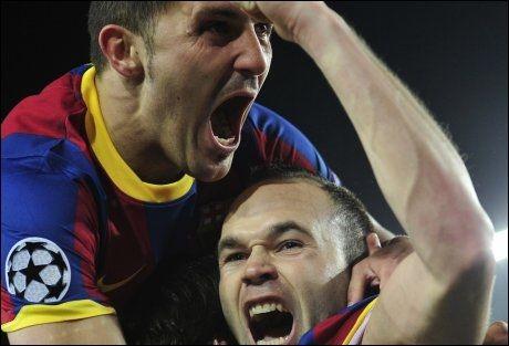 FULL JUBEL: David Villa og Andres Iniesta kaster seg over Lionel Messi etter hans 1-0-scoring. Foto: AP