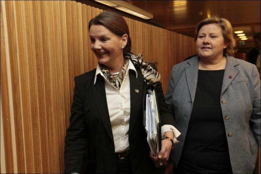 STEMTE FOR: Både saksordfører Ingjerd Schou og partileder Erna Solberg stemte for å gå i forhandlinger om datalagringsdirektivet. Foto: Scanpix