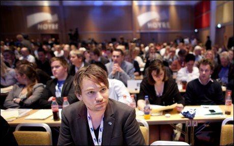 SKUFFET: Unge Høyre-leder Henrik Asheim fortsetter kampen mot datalagringsdirektivet, og håper Høyre-representantene stemmer på samme måte som onsdag ettermiddag. Det vil gi flertall mot direktivet i Stortinget. Foto: Scanpix
