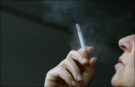 KAN FORBYS: Å forby røyking på barnerom kan være første skritt mot totalfobud mot røyking inne. Foto: Scanpix