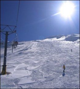 DETTE ER OGSÅ HELLAS: Parnassos skisenter ligger 20 mil nord for Athen. Foto: PARNASSOS SKI RESORT