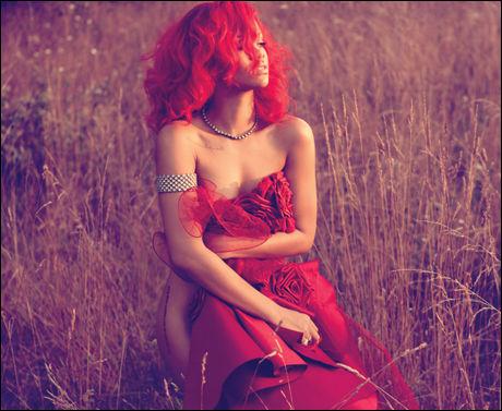 SEXY: Rihanna trives med sin nye kropp, etter å ha ligget i sin egen form for hardtrening. Foto: Promobilde.