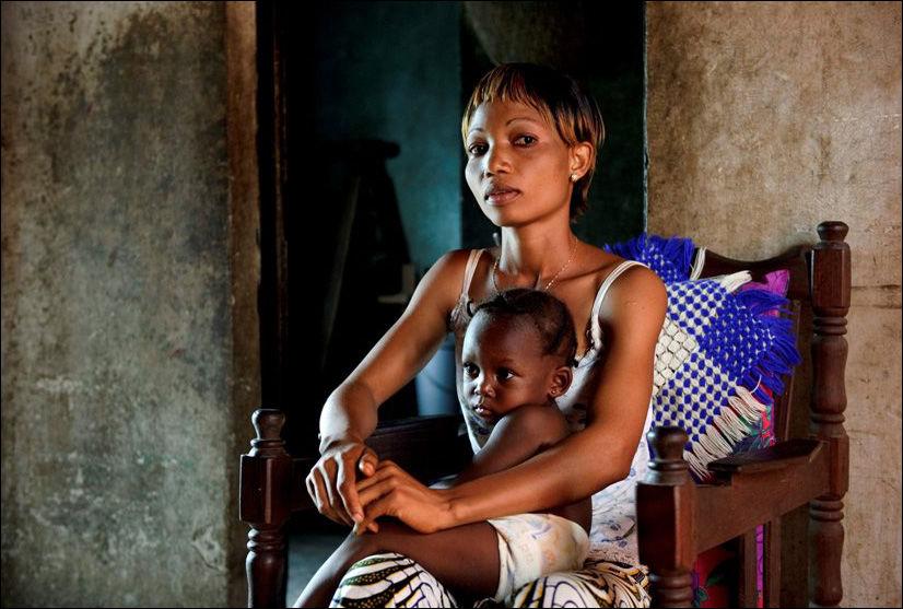 RYSTET: Marerittet slutter ikke for Kongo-enken Bibiche Olendjeke som nå kan miste ett av husene Foto: Kristian Helgesen, VG Foto: