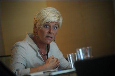 FALLER: Partileder i Fremskrittspartiet, Siv Jensen, mister stadig flere velgere. Foto: Ap