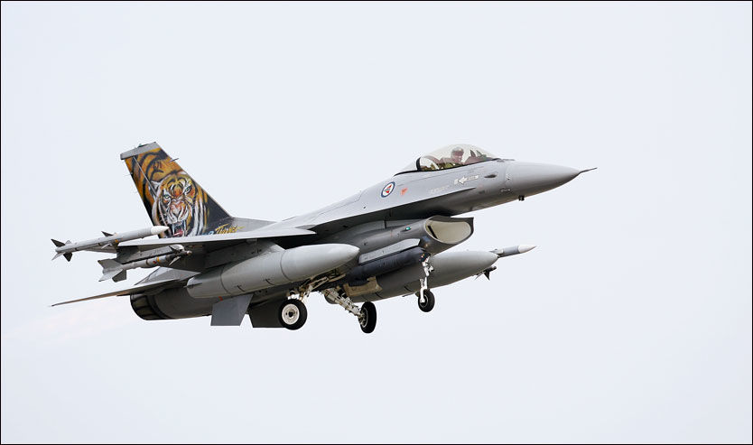 TIL LIBYA?: En norsk F-16 tar av fra Keflavik-basen på Island. Nå kan Libya bli neste stopp. Foto: FORSVARET Foto: