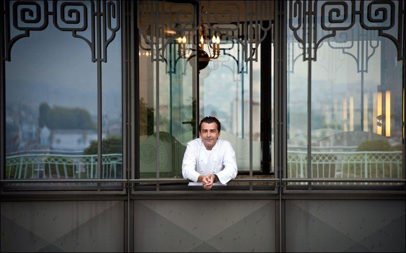 STJERNEKOKK: Franske Yannick Alleno er tre Mishelin-stjerners sjefskokk på restauranten Le Maurice i Paris Foto: AFP