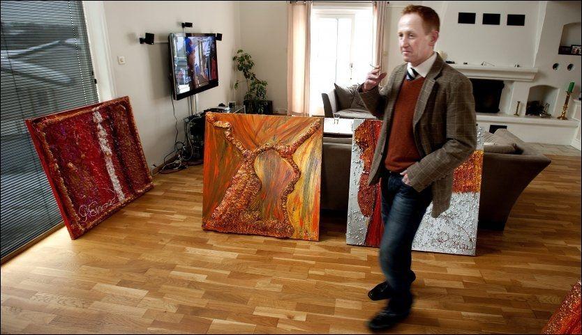 LIKER STERKE FARGER: Pål Enger (43) angrer på sin lange forbryterkarriere, og vil gjøre noe som hans fire barn på 2, 15, 16, og 20 år kan være stolte av. Nå debuterer han som kunstner med fargesterke bilder. Foto: Espen Braata, VG.