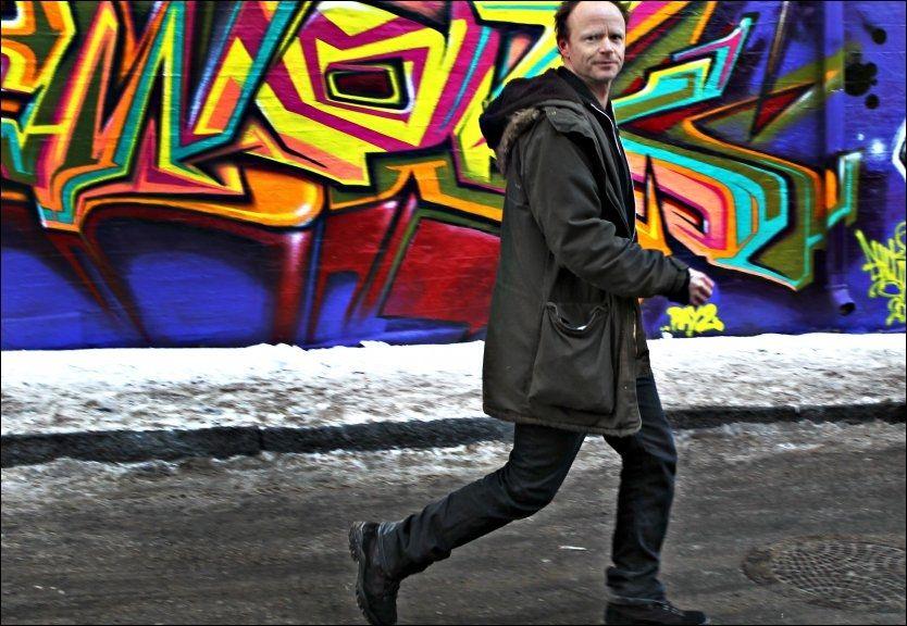 - IKKE LENGER SINGEL: Harald Eia ved produksjonsselskapet Funkenhausers lokaler ved Akerselva i Oslo. Nå skal komikeren ha fått seg kjæreste. Foto: Nils Bjåland.
