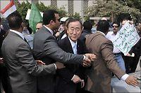 FN-sjefen reddet fra illsint mobb med knyttede never