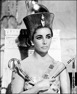 DRONNING: Elizabeth Taylor fikk mye oppmerksomhet for sin tolkning av Kleopatra fra 1963. Foto: PA Photos.