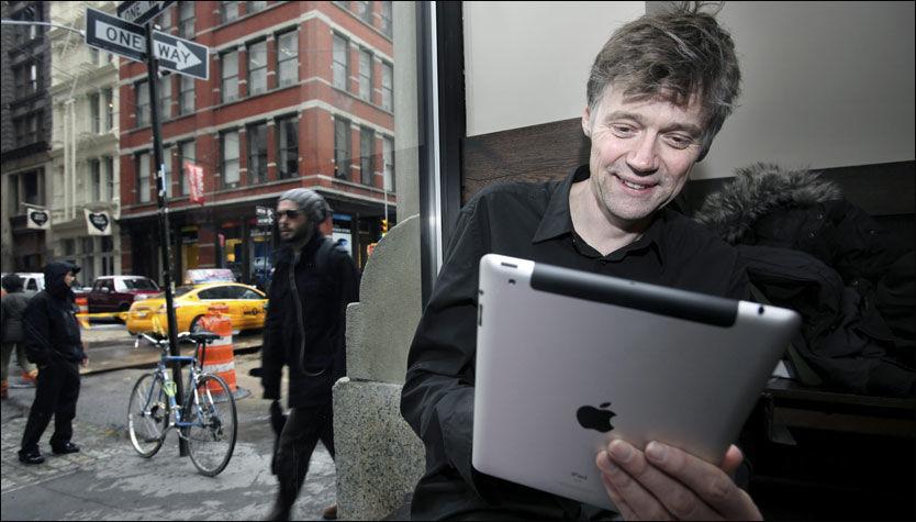 RASK OG LEKKER: Prosessoren og grafikken er betydelig forbedret og oppgradert, noe som gjør iPad 2 til en drøm av en multimediemaskin, mener VGs USA-korrespondent Anders Giæver, som testet iPad2 i New York i går. Foto: Thomas Nilsson