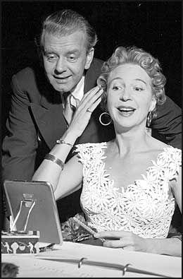 BESTEVENNER: De fulgte hverandre gjennom livet på scenen og i film, Per Aabel og Wenche. Her fra 1954 under innspillingen av filmen «Portrettet». Foto: Aktuell/Scanpix