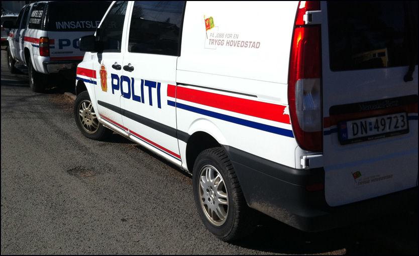 DRAPSALARM: En rekke politibiler er nå på stedet. Foto: Jarle Brenna