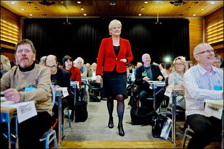 ØNSKER STERKERE STYRING: Kunnskapsminister Kristin Halvorsen vil innføre nasjonale standarder for klassestørrelse. Foto: Krister Sørbø