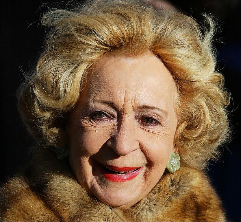 STATSBEGRAVELSE: Wenche Foss bisettes mandag i Oslo Domkirke. Her er hun i Erik Byes begravelse i 2004. Foto: Trond Solberg