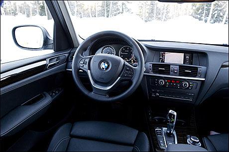 BESTE FORSETER: Interiøret og setene holder høy kvalitet. Den er fancy så det holder, girspaken i BMW, men krever litt tilvenning. Foto: Line Møller