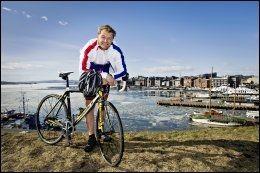 NY SYKKELBOK: Dag Otto Lauritzen har skrevet bok om sykkelferie sammen med Bjørn Atle Eide. Her er han ved Akershus festning i Oslo. Foto: EIVIND GRIFFITH BRÆNDE/VG.