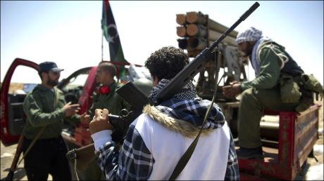FRYKTER MASSAKRE: Opprørerne i Libya mener NATO må involvere seg av full kraft. Her fra Ajdabiya. Foto: AFP