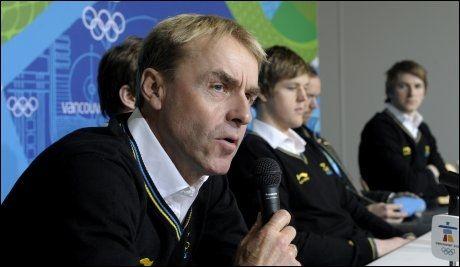 ÅPNER FOR Å TRENE NORGE: Arild Monsen, som her snakker på en pressekonferanse i rollen som svensk sprinttrener i Whistler i 2010 bekrefter at langrenssjef Åge Skinstad har tatt kontakt. Foto: Scanpix