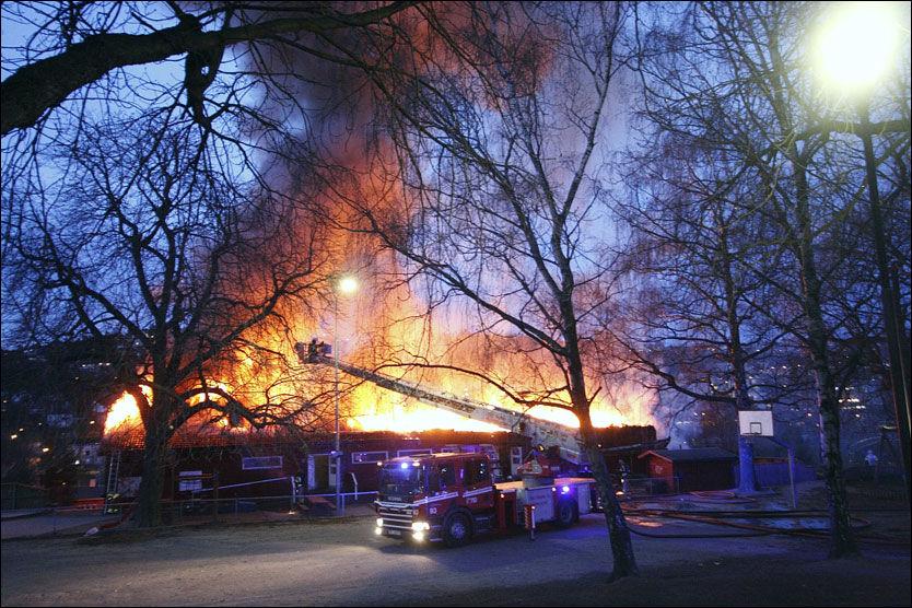 TOTALSKADET: En barnehage på Vålerenga i Oslo brant søndag morgen. Foto: Svein Gustav Wilhelmsen