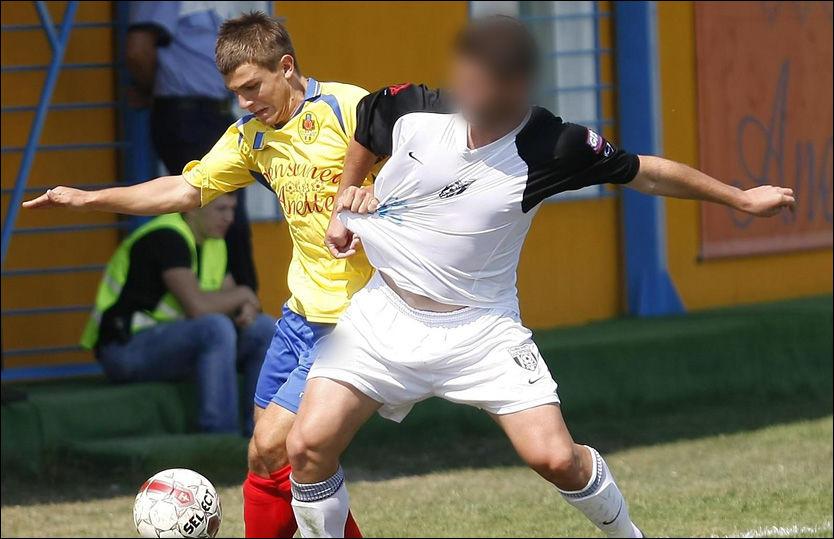 FENGSLET I NORGE: Den rumenske fotballspilleren til høyre på bildet er pågrepet for skimming i Oslo. Spilleren til venstre er ikke en del av straffesaken i Norge. Foto: Cosmin Dan/Mediafax