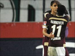 HERJER I BUNDESLIGA: Mohammed Abdellaoue og eks-RBK'er Didier Konan Ya utgjør et fryktet radarpar i tysk fotball. Foto: AFP