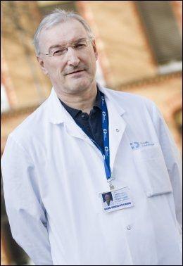 STØTTER HANSVOLL: Olympiatoppens sjeflege Lars Engebretsen. Foto: Scanpix