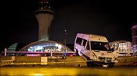 Flyplass rasert av tornado i USA