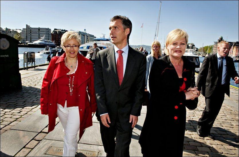 TAPERTROIKA: Her er Liv Signe Navarsete, Jens Stoltenberg og Kristin Halvorsen på besøk i Bergen 20. mai i fjor. Foto: EIVIND GRIFFITH BRÆNDE / VG
