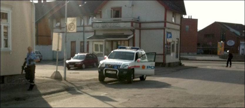 FORSVANT FRA STEDET: Da den første politipatruljen kom til åstedet var gjerningsmennene borte. Politiet fikk bevæpningstillatelse. Foto: VG-tipser