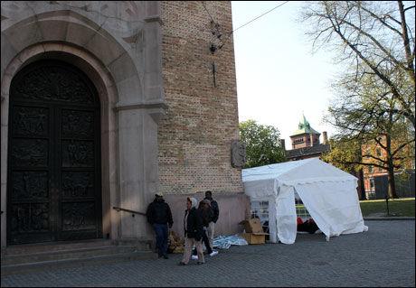 DOMKIRKEN: Det er Oslo kommune som er grunneier på plassen utenfor kirken. Foto: Jostein Matre