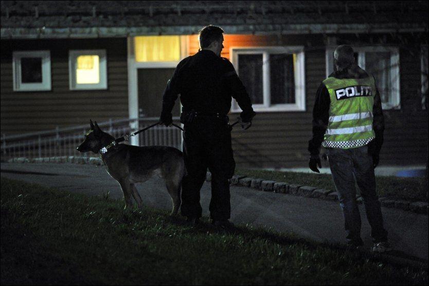 STOR POLITIAKSJON: Politiet utenfor transittmottaket på Torshov i Oslo, der etiopiske asylsøkere ikke vil flytte. Foto: Helge Mikalsen