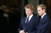 Prins William og prins Harry blir hjemme i kveld