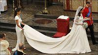 Britene elsker Kates søster - hylles for tettsittende kjole