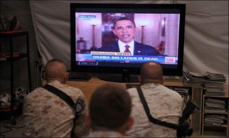 FULGTE MED: Amerikanske styrker i Afghanistan fulgte med på Obamas tale hvor han bekreftet at Osama bin Laden ble drept søndag. Foto: AFP