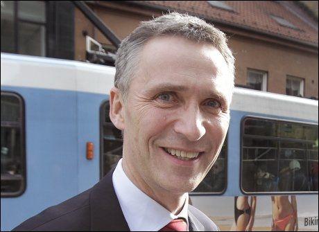 GRUNN TIL Å SMILE: Statsminister Jens Stoltenberg og Arbeiderpartiet har grunn til å smile av en ny meningsmåling hvor partiet går fram. Foto: TROND SOLBERG, VG