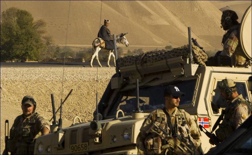 NORSKE STYRKER: Norske styrker har vært tilstede med styrker i Afghanistan siden 2001. At Osama bin Laden er drept endrer ikke situasjonen i landet, mener tidligere forsvarssjef Sverre Disen. Foto: Scanpix