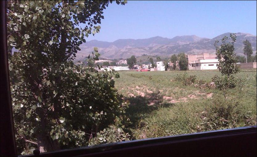 BIN LADENS SKJULESTED: Fayez Noor (25), en av innbyggerne i Abbottabad, fikk tatt dette bildet mandag. Foto: Privat