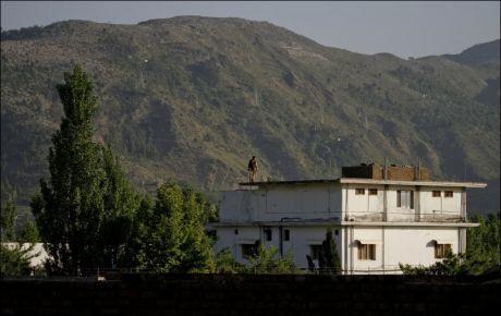 TATT: I denne treetasjers bygningen skjulte Osama bin Laden seg. Foto: AP
