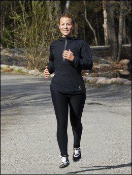 ALTERNATIVT: Lene Alexandra Øien trener mye og synes fivefingerskoene er greie som en avveksling. Men hun vil ikke bruke skoene på langturer. Foto: FRODE HANSEN