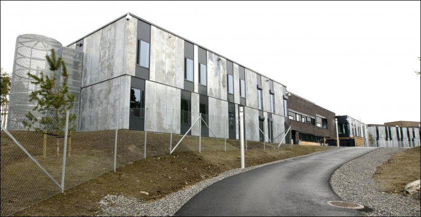 FOR BRA? Det forholdsvis nye Halden fengsel har god standard for sine innsatte. Frp ønsker ikke at utenlandske fanger skal ha like høy standard på soningsforholdene som norske. Foto: Scanpix